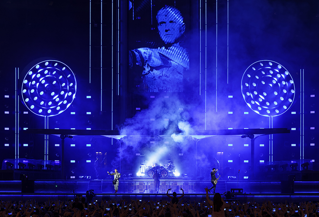 chroma-q-color-force-ii-on-rammstein-copyright-manfred-h-vogel_web-pic2