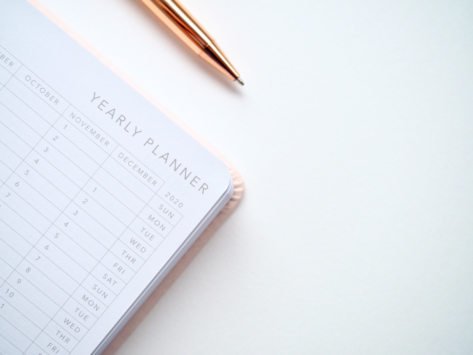 white desk with yearly calendar and pen to set time