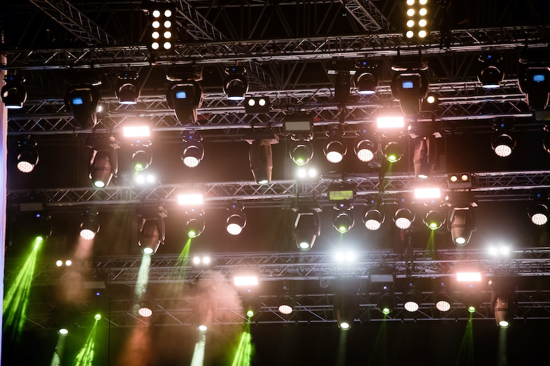 concert stage lights on truss to be discussed at plasa 2020 online virtual event.