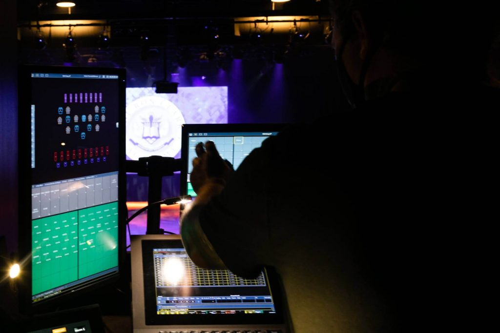 working with dmx lighting console to control lighting fixtures on theatre stage